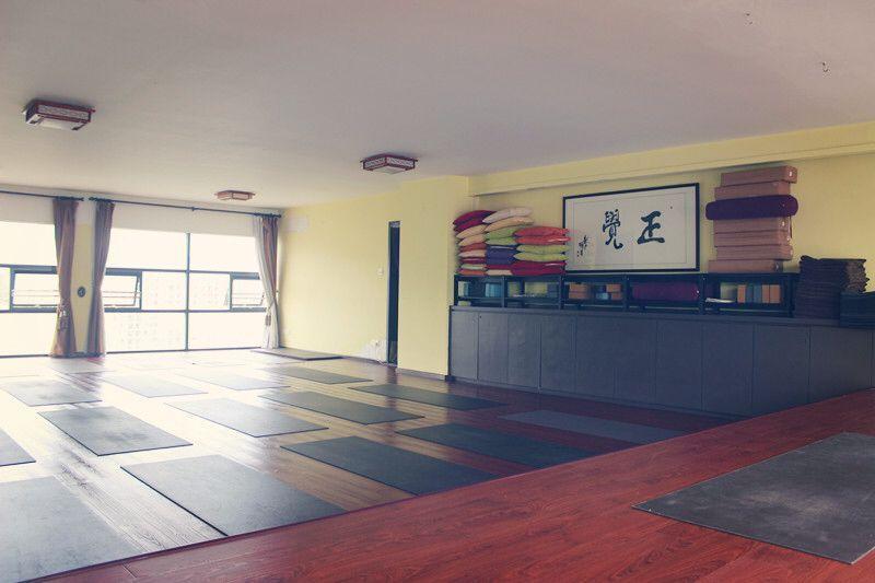 【家在公益瑜伽课】第三期,又一场新的网友福利到来,瑜伽爱好者们就偷着乐吧