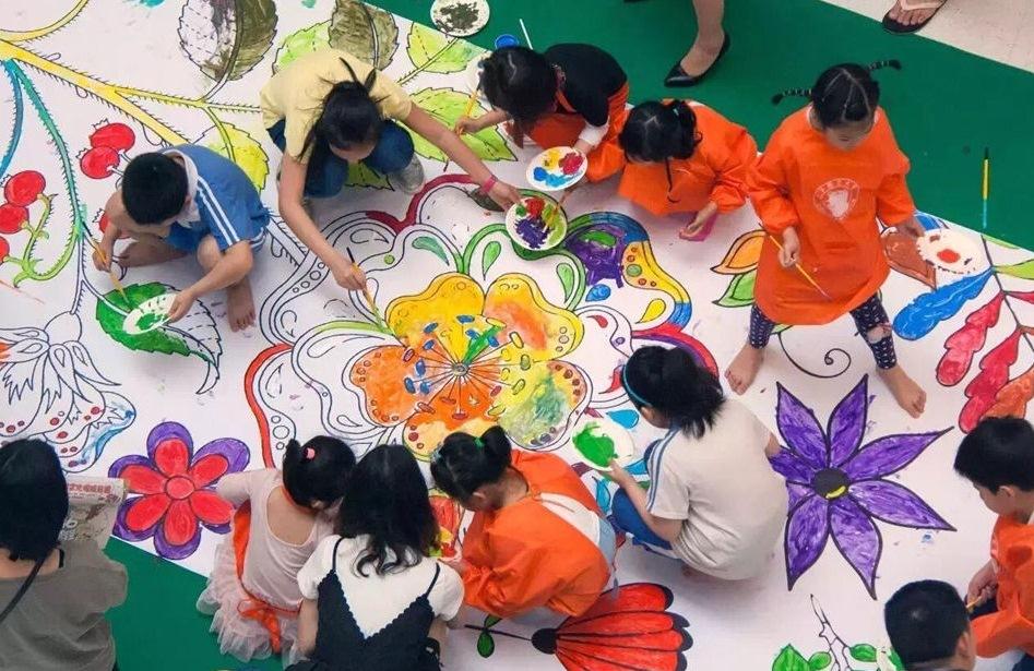 【教育展精彩活动】DIY百米长卷巧手绘,画出美好童年世界